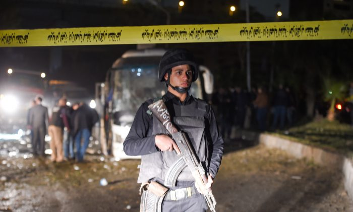 A member of the Egyptian security forces stands guard at the scene of an attack on a tourist bus in Giza province south of the Egyptian capital Cairo, on Dec. 28, 2018. (Mohamed El-Shahed/AFP/Getty Images)