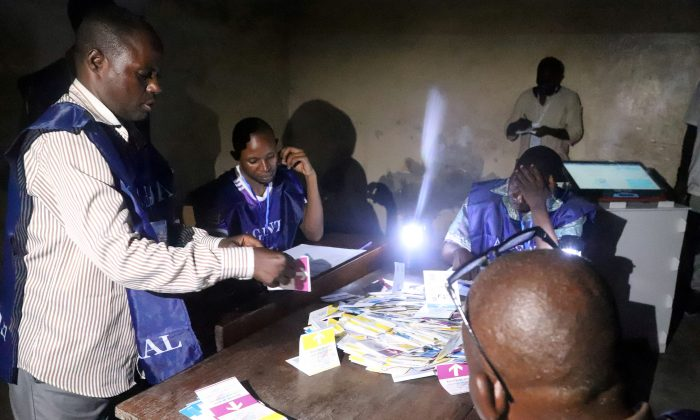 Agents of Congo's National Independent Electoral Commission (CENI) count casted ballot papers after election at a polling station in Kinshasa, Democratic Republic of Congo, Dec. 30, 2018. (Reuters/Kenny Katombe)