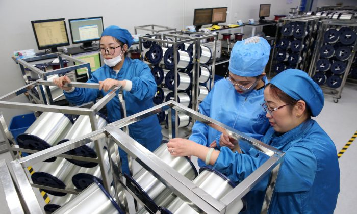 Staff working in a factory that produces fiber optic cable in Nantong, in China's eastern Jiangsu province on Nov. 27, 2018 (-/AFP/Getty Images)