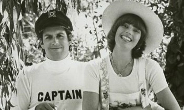 Publicity photo of Captain & Tennille from their short-lived television show, 1976. (Public Domain)