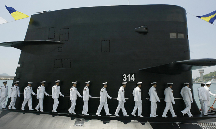 A member of the PLA Navy Task group disembarks from a Chinese PLA Naval submarine berthed in Hong Kong waters 30 April 2004. (MIKE CLARKE/AFP/Getty Images)