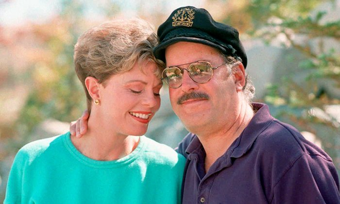 Daryl 'The Captain' Dragon beside his ex-wife, Toni Tennille, wearing his signature captain's hat. (AP | HILLEL ITALIE)