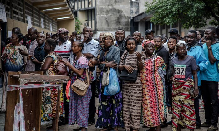 Voters queue to cast their ballot for the Democratic Republic of Congo's general elections at the College St. Raphael polling station in Kinshasa, DRC, on Dec. 30, 2018. (Luis Tato/AFP/Getty Images)
