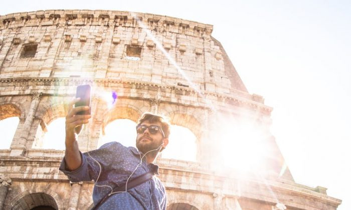 Selfies might help us remember some things, but they could be changing our process of memory in undesirable ways.(Shutterstock)