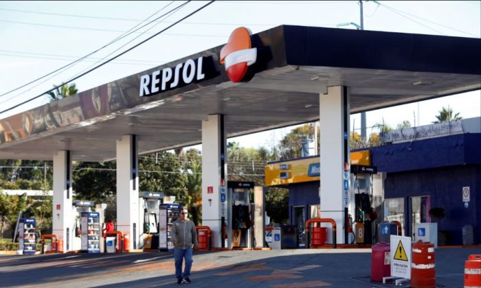 A man walks by a Repsol gas station closed due shortage of fuel in Guadalajara, Mexico Jan. 6, 2019. (Reuters/Fernando Carranza)