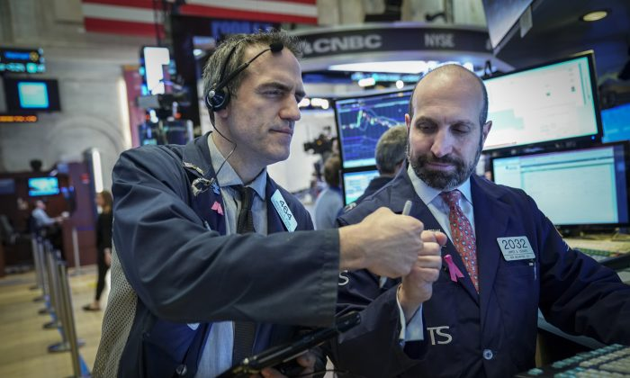 Traders and financial professionals work on the floor of the New York Stock Exchange ahead of the opening bell on Jan. 4, 2019. (Drew Angerer/Getty Images)