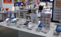 China Smartphone Shipments Seen Down 12-15.5 Percent Last Year: Market Data