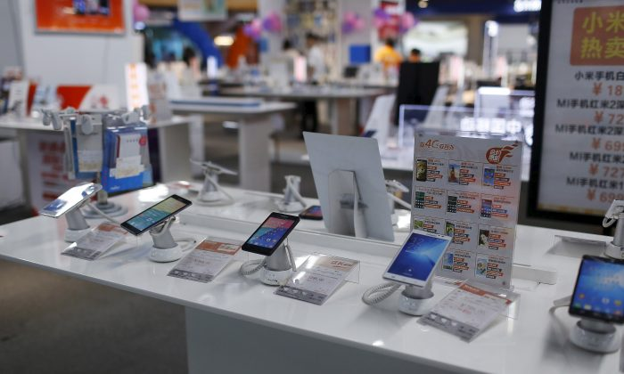 Mobile phones are seen on display at an electronics market in Shanghai, China on June 24, 2015. (Aly Song/Reuters)