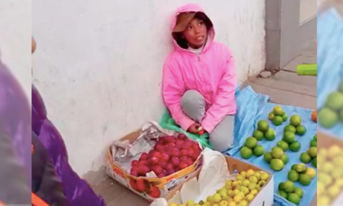 A young girl hawking by herself on the streets of La Paz in Bolivia. (YouTube Screenshot | Susana Sm)