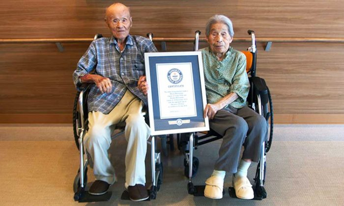 100-year-old Miyako Matsumoto and her 108-year-old husband, Masao Matsumoto, and their Guinness World record for oldest living couple. (Twitter | GuinnessWorldRecords)