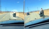 Sheriff Deputies Push Woman Stranded in Wheelchair 1 Mile to Her Home