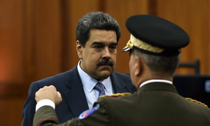 Venezuela's President Nicolas Maduro speaks with defense minister Vladimir Padrino at the Miraflores presidential palace in Caracas, Venezuela, on Jan.  9, 2018. (Yuri Corteza/AFP/Getty Images)