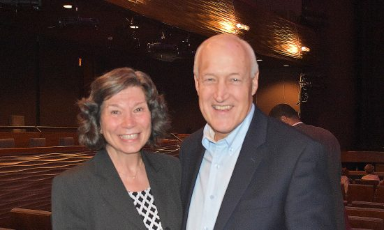 Pastor and Wife Find Universality and Commonality In Shen Yun