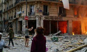 Gas Explosion Rocks Central Paris Shopping District, 9 Injured