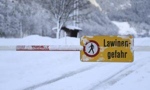 Austria Avalanche Kills 3; Ski Patrollers Killed in France