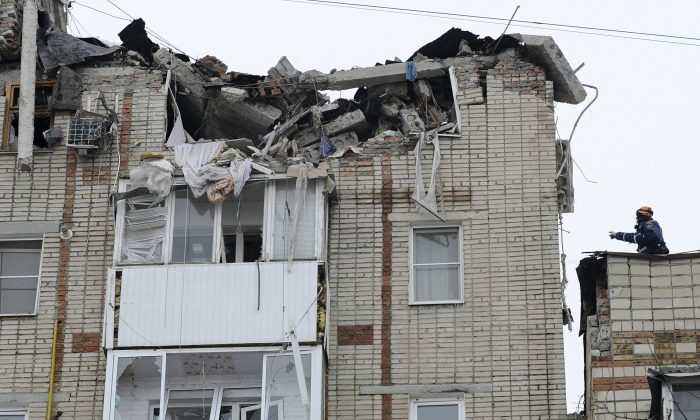 Emergency Situations workers at the scene of the destroyed top floor of a apartment building in the city of Shakhty, Russia, on Jan. 14, 2019. (Photo/AP)
