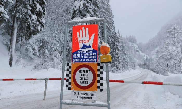 A sign warning of avalanche danger is seen on a closed road after heavy snowfall near Obertauern, Austria, on Jan. 9, 2019. (Reuters/Leonhard Foeger/File Photo)