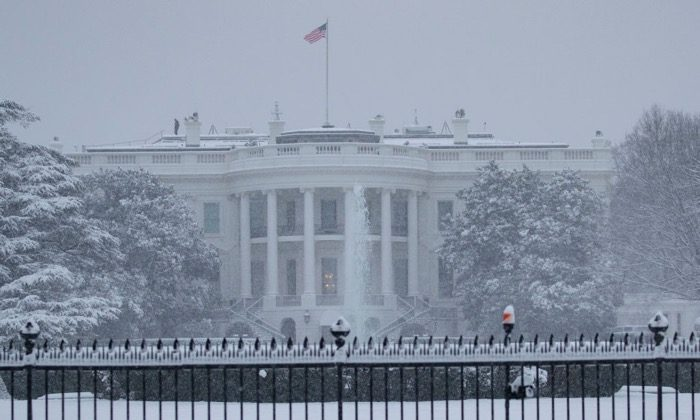 The White House is seen as snow continues to fall in Washington, D.C. on Jan. 13, 2019. (Alex Edelman/AFP/Getty Images)