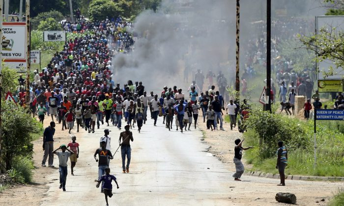Protesters gather on the streets during demonstrations over the hike in fuel prices in Harare, Zimbabwe, Jan. 14, 2019. (Tsvangirayi Mukwazhi/AP Photo)