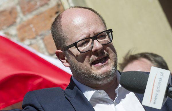The mayor of Gdansk, Pawel Adamowicz, gives a speech
