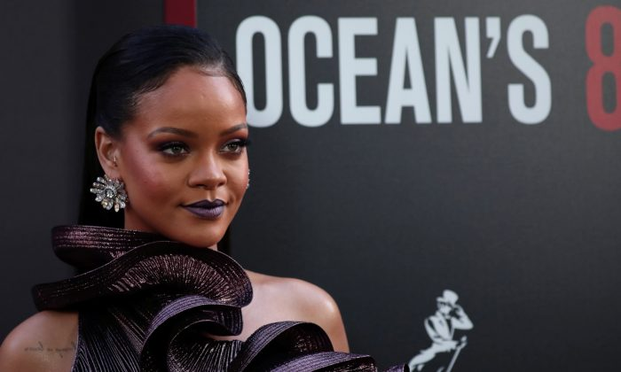 """Cast member Rihanna poses as she arrives at the world premiere of the film """"Ocean's 8"""" at Alice Tully Hall in New York City, on June 5, 2018. (Mike Segar/Reuters)"""