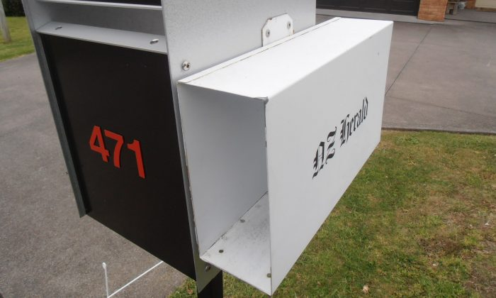 NZ Herald letter box in New Zealand. (sarang [Public domain], from Wikimedia Commons)