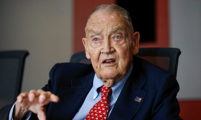 Jack Bogle, founder and retired CEO of The Vanguard Group, speaks during the Global Wealth Management Summit in New York, June 17, 2014. (REUTERS/Shannon Stapleton/File Photo)