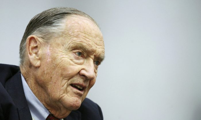 "John Bogle, founder of The Vanguard Group, talks during an interview with The Associated Press, in New York. Vanguard announced, on Jan. 16, 2019, that John C. ""Jack"" Bogle has died at the age of 89. (Mark Lennihan/AP)"