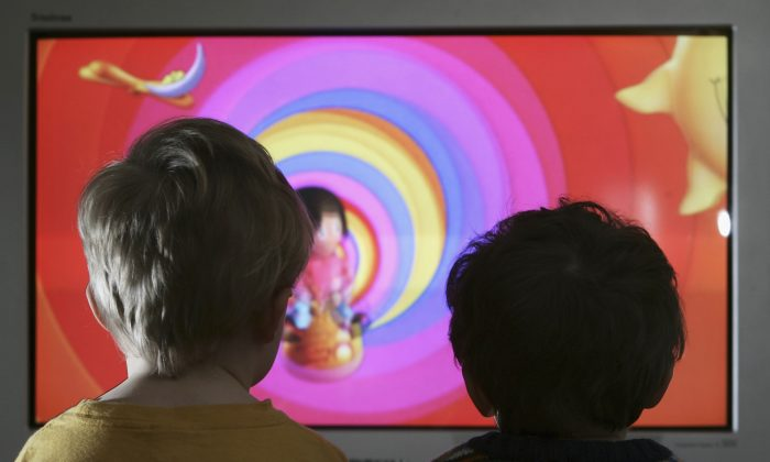 Unidentified children watching television on Jan. 27, 2005. (Peter Macdiarmid-Getty Images)