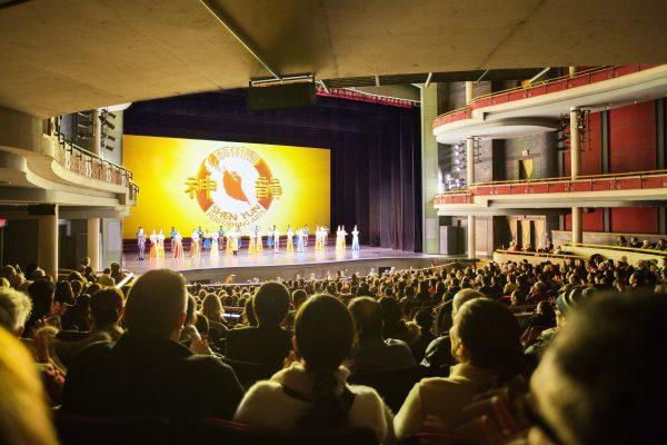 Shen Yun performers return for a curtain call