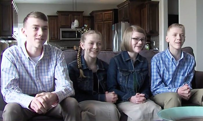 After living in foster care for 2.5 years, siblings Alicia, Bradley, Cody, and Emma were about to separate. But the Watsons couple from Kansas adopts them. (Video Screenshot | KSHB)