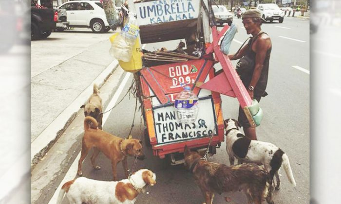 Man in Manilla tags along his dogs to sell junk food all day long and buys food for them and himself with the money he makes. (Facebook | Mikko Ramos)