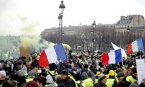 Scuffles Break Out as 'Yellow Vests' March in Paris in Latest Protest