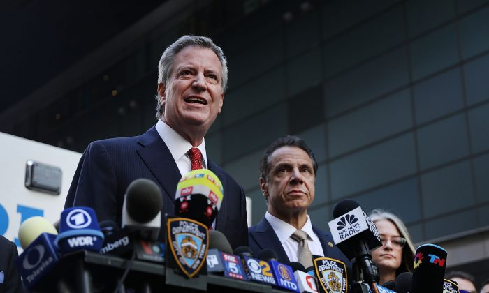 New York City Mayor Bill de Blasio speaks at a press conference with Governor of New York Andrew Cuomo (R) in New York City on Oct. 24, 2018. (Spencer Platt/Getty Images)