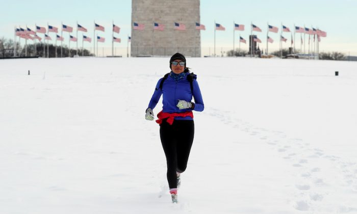 A jogger makes her way through snow at the Washington Monument following a winter storm, Jan. 14, 2019. (Kevin Lamarque/Reuters/File Photo)