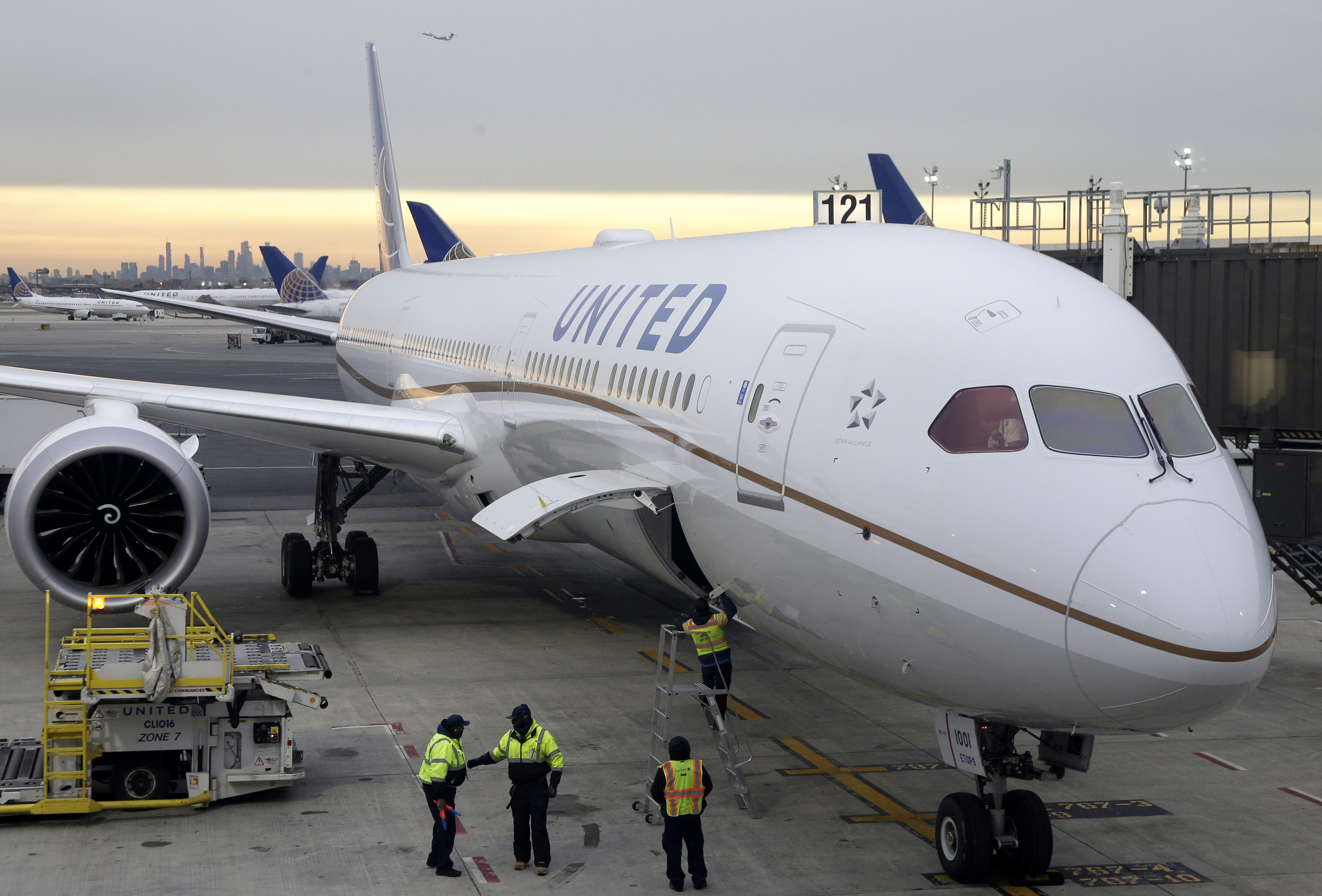 Newark Airport reopens after United flight blows two tires during emergency landing