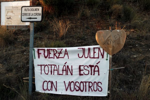 "A banner that reads ""Force Julen! Totalan is with you"""