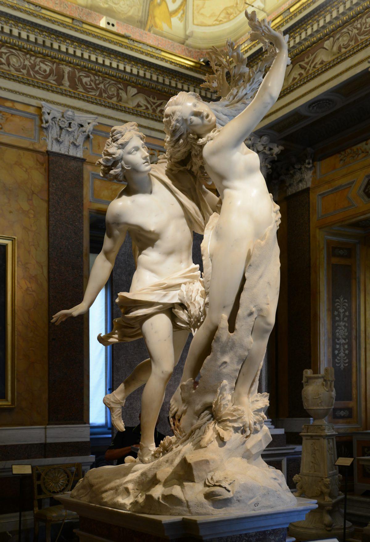 Apollo_&_Daphne statues