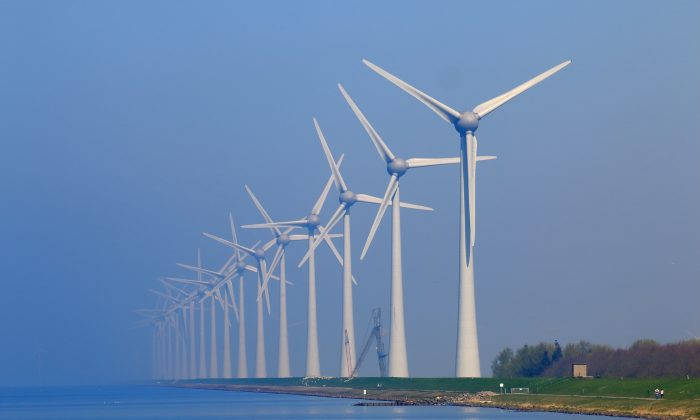 New York would need an estimated 20,551 wind turbines to provide three-quarters of the renewal energy needed to power the state. (Viewsonic99/pixabay.com)