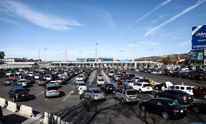The vehicle lanes heading to the United States at the San Ysidro border crossing in Tijuana, Mexico, on Nov. 25, 2018. (Charlotte Cuthbertson/The Epoch Times)