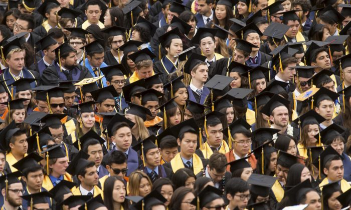 Graduates attend commencement at University of California, Berkeley in Berkeley, U.S. on May 16, 2015. (Noah Berger/Reuters)