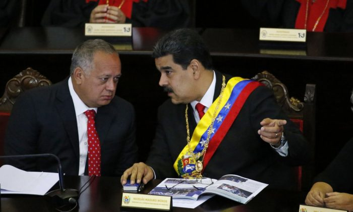 Venezuelan President Nicolas Maduro, right, speaks with Constitutional Assembly President Diosdado Cabello at the Supreme Court during an annual ceremony that marks the start of the judicial year in Caracas, Venezuela, on Jan. 24, 2019. (Ariana Cubillos/AP Photo)