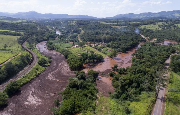Flood triggered by a dam collapse