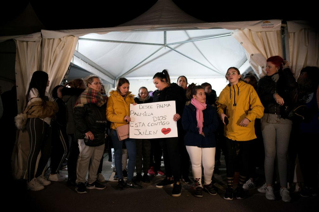Neighbors gather in support of two-year-old Julen Rosello