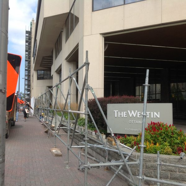 A construction crew sets up barriers at the entrance of the Westin Hotel in Ottawa ahead of Chinese Premier Li Keqiang's visit to Canada on Sept. 19, 2016. (Epoch Times)