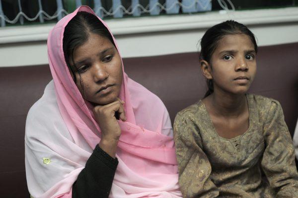 Sidra (L) and Esham, the daughters of Aasia Bibi