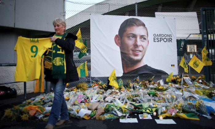 Tributes for Emiliano Sala left outside the Stade de la Beaujoire-Louis Fonteneau in Nantes, France, on Jan. 30, 2019. (Reuters/Stephane Mahe)