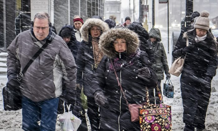 Morning commuters face a tough slog on Wacker Drive in Chicago, on Jan. 28, 2019. (Rich Hein/Chicago Sun-Times via AP)
