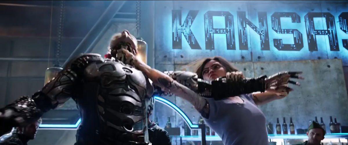 Alita kungfus an opponent