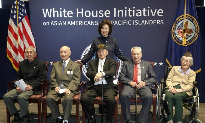 Secretary of Transportation Elaine Chao with the five Chinese-American veterans honored with the Congressional Gold Medal at a ceremony in Washington D.C. on Jan. 29, 2019. Left to Right: James Eng, Harry Jung, Henry Lee,  Robert M. Lee and Elsie Seetoo. (Lynn Lin/The Epoch Times)